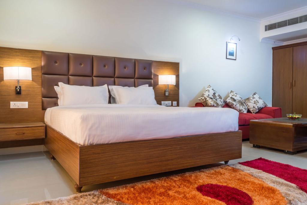 http://hotelsaptagiri.in/wp-content/uploads/2015/02/deluxe-1024x683.jpg