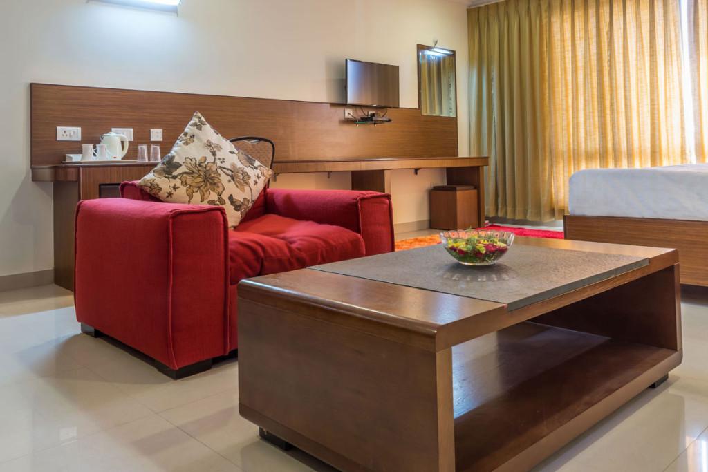 http://hotelsaptagiri.in/wp-content/uploads/2015/02/deluxe4-1024x683.jpg
