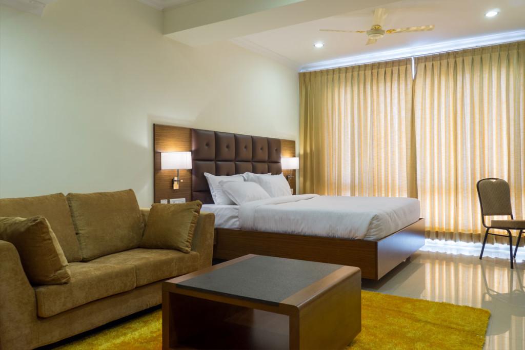 http://hotelsaptagiri.in/wp-content/uploads/2015/02/suite11-1024x683.jpg