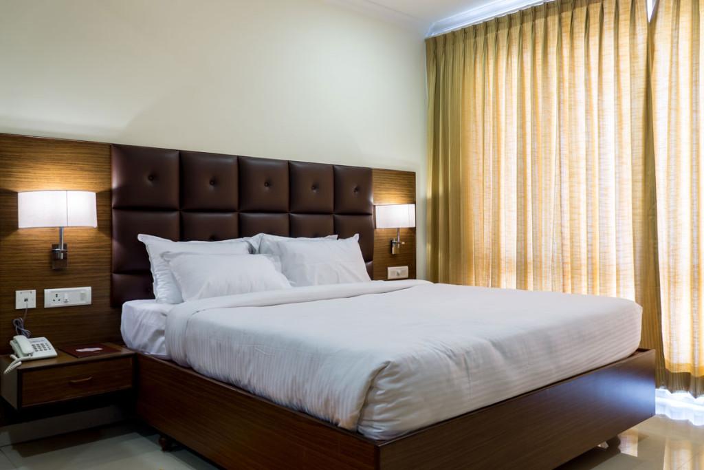 http://hotelsaptagiri.in/wp-content/uploads/2015/02/suite2-1024x683.jpg